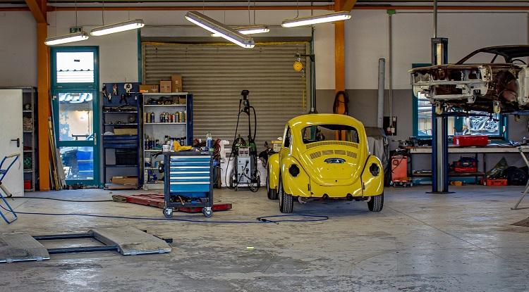 Garage lighting placements
